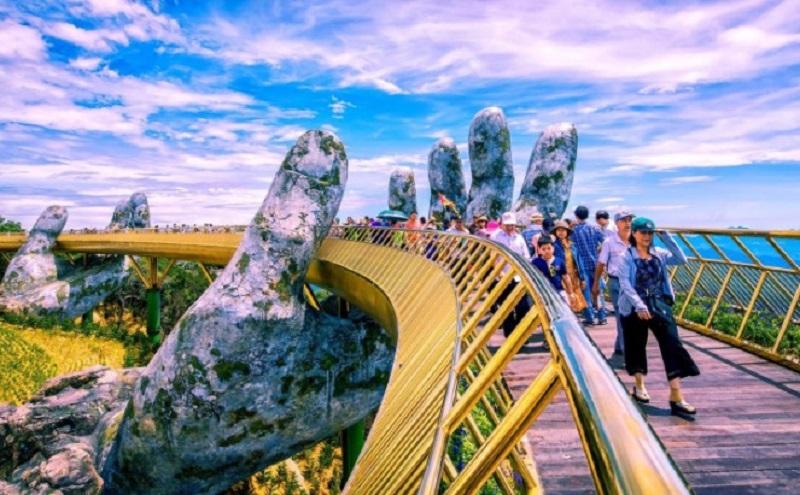 Cầu Vàng với lối kiến trúc độc đáo thu hút khách bốn phương