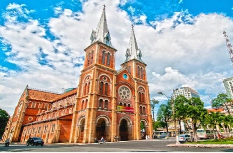 Vẻ đẹp nguy nga của nhà thờ Đức Bà tại Sài Gòn