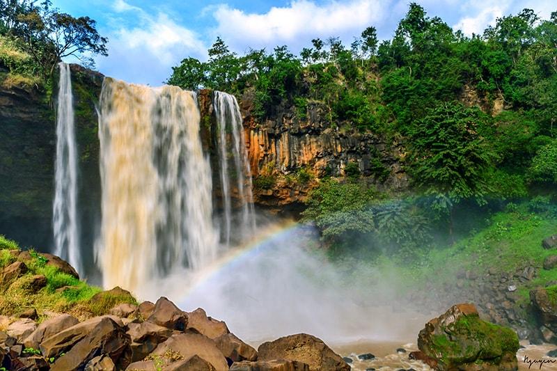 Khung cảnh thác nước tự nhiên tại Gia Lai