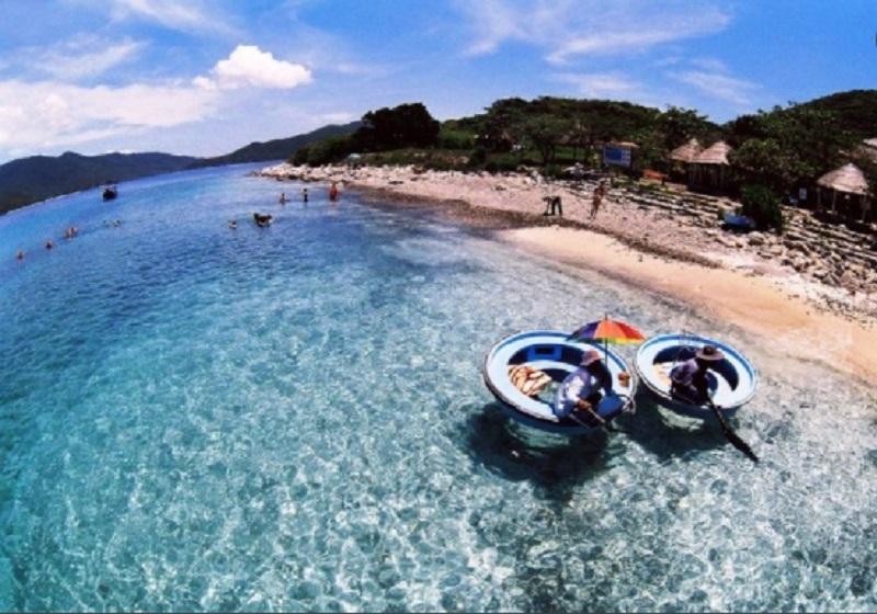 Một góc bãi biển tại Hải Phòng đang đón tiếp khách du lịch