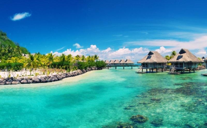 Khung cảnh biển tại Phú Quốc xanh như ngọc, bờ biển hoang sơ và hệ thống resort chuẩn 5 sao