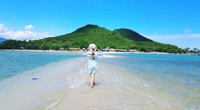 Bãi biển Nha Trang đẹp thơ mông với biển xanh, cát trắng