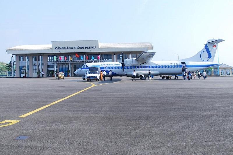Hình ảnh máy bay hạ cánh tại cảng hàng không Pleiku