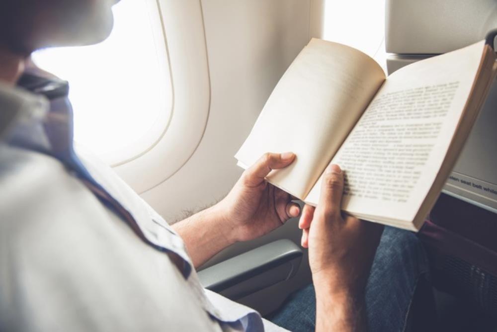 Trong hành trình bay có thể chợp mắt hoặc đọc sách, báo, nói chuyện hay đơn giản là ngắm nhìn cảnh vật xung quanh