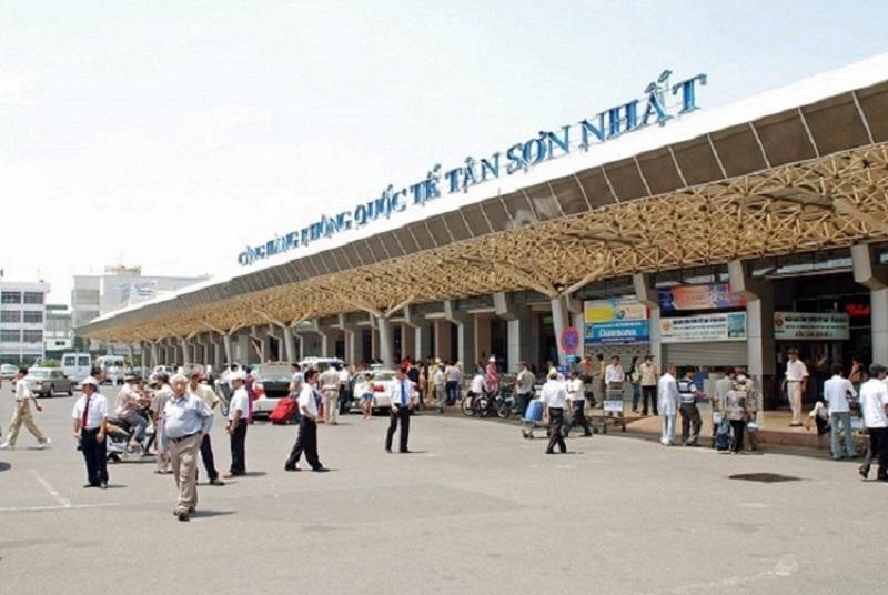 Sân bay Tân Sơn Nhất cách trung tâm thành phố khoảng 8 km