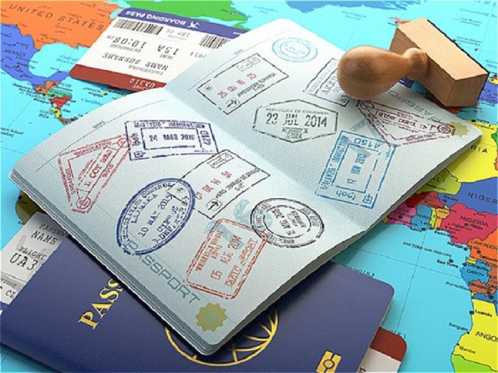 Thẻ tạm trú, thường trú hợp lệ do Việt Nam cấp có đóng dấu xuất, nhập cảnh của Việt Nam theo quy định