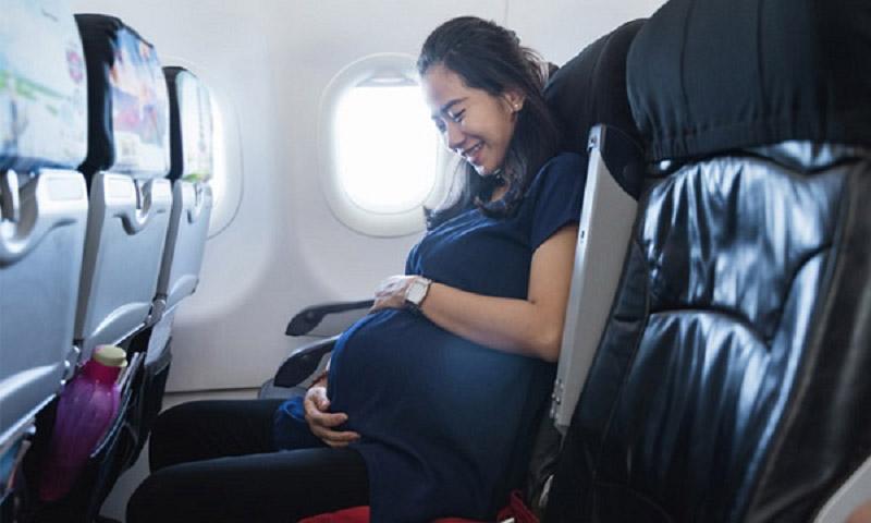 Phụ nữ mang thai là hành khách đặc biệt, các hãng hàng không có thể từ chối vận chuyển các trường hợp thai phụ ở những tháng cuối thai kỳ