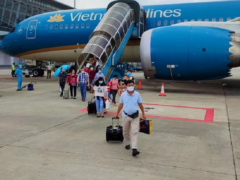 Hình ảnh hành khách Vietnam Airlines xuống máy bay