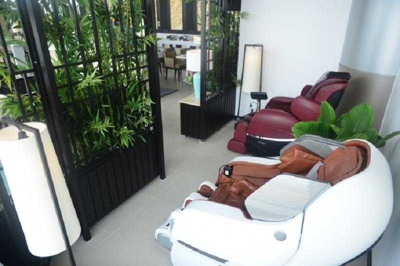 Phòng chờ thương gia Vietnam Airlines còn có các loại thiết bị chăm sóc sức khỏe như máy massage hiện đại