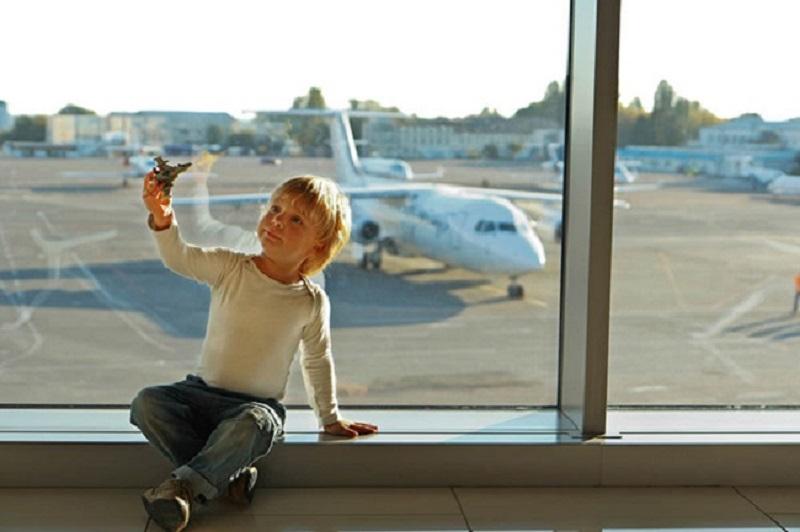 Thông thường trẻ em khi thực hiện chuyến bay đều phải có ít nhất 1 người lớn đi kèm