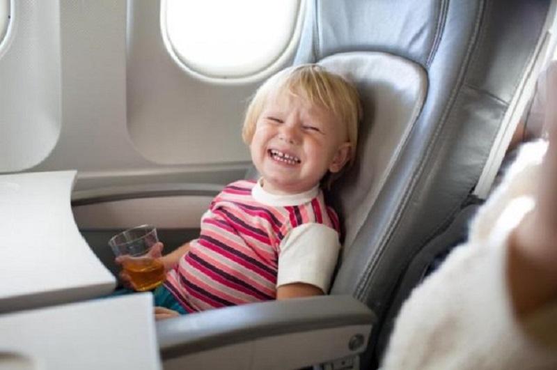 Vietnam Airlines là hãng hàng không duy nhất có dịch vụ tiếp viên đi kèm trẻ em