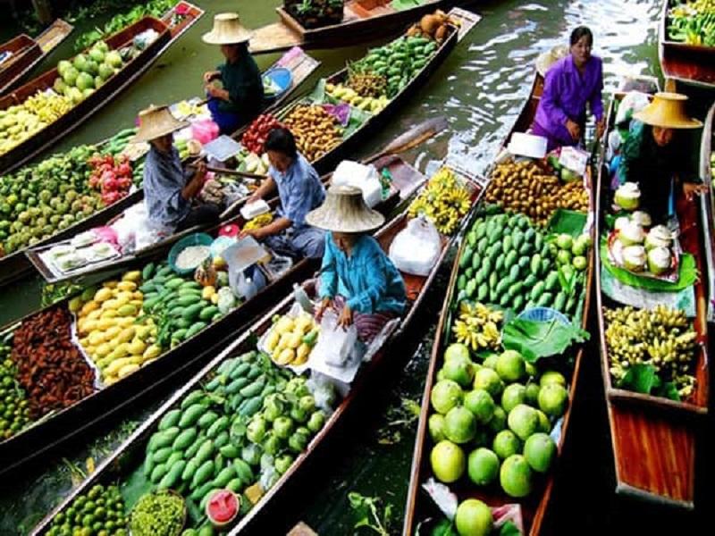 Khung cảnh mua bán, trao đổi náo nhiệt tại chợ nổi