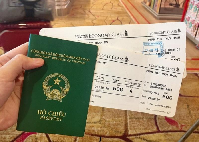 Hộ chiếu và vé máy bay dùng để đi Singapore