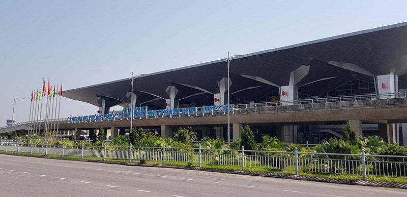 Sân bay Vinh tại xã Nghi Liên cách trung tâm thành phố 6km