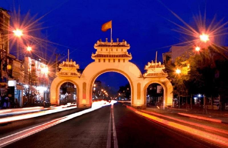 Cổng Tam Quan được xây dựng theo phong cách kiến trúc đặc sắc từ những năm 1955