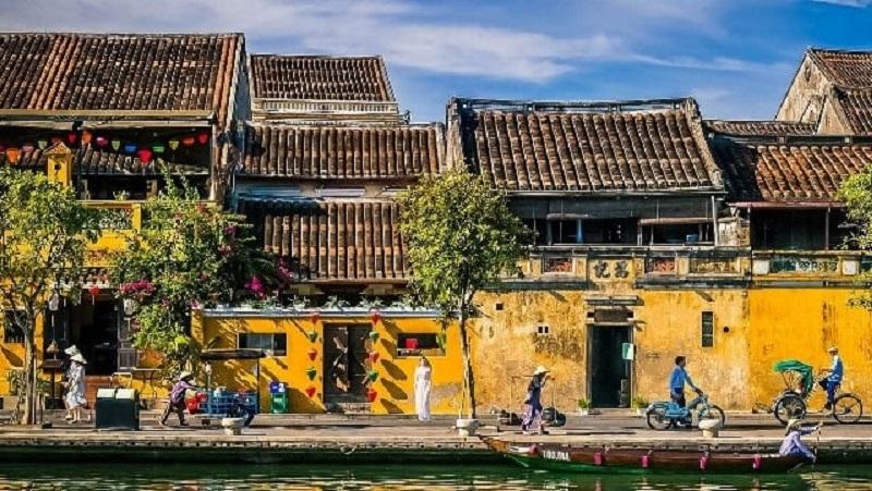 Khung cảnh một góc ven sông tại phố cổ Hội An
